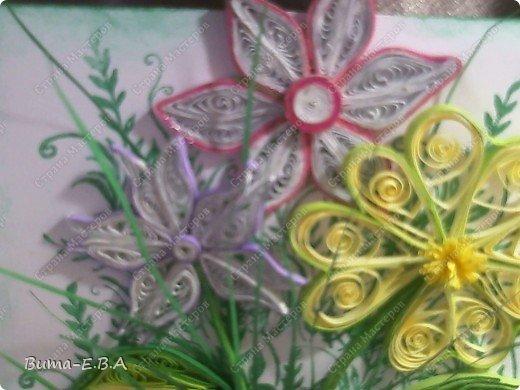 Эти цветочки Маша делала очень давно, если приходит к ней вдохновение, она берется их делать, а надоедает то складывает в коробку.. и до востребования..... А сегодня день рождение у нашей знакомой бабушки, и мы с Машей решили сделать открытку, и сложить вместе все сделанные её цветочки в единую композицию. На саму открытку, проштамповала силиконовыми штампиками (зеленью), а на верх приклеили разные её цветочки, и прикрепили бантик!!! фото 8