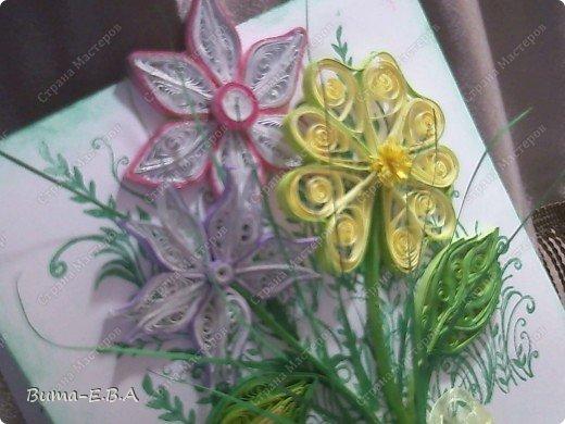 Эти цветочки Маша делала очень давно, если приходит к ней вдохновение, она берется их делать, а надоедает то складывает в коробку.. и до востребования..... А сегодня день рождение у нашей знакомой бабушки, и мы с Машей решили сделать открытку, и сложить вместе все сделанные её цветочки в единую композицию. На саму открытку, проштамповала силиконовыми штампиками (зеленью), а на верх приклеили разные её цветочки, и прикрепили бантик!!! фото 9