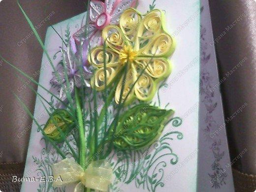 Эти цветочки Маша делала очень давно, если приходит к ней вдохновение, она берется их делать, а надоедает то складывает в коробку.. и до востребования..... А сегодня день рождение у нашей знакомой бабушки, и мы с Машей решили сделать открытку, и сложить вместе все сделанные её цветочки в единую композицию. На саму открытку, проштамповала силиконовыми штампиками (зеленью), а на верх приклеили разные её цветочки, и прикрепили бантик!!! фото 12
