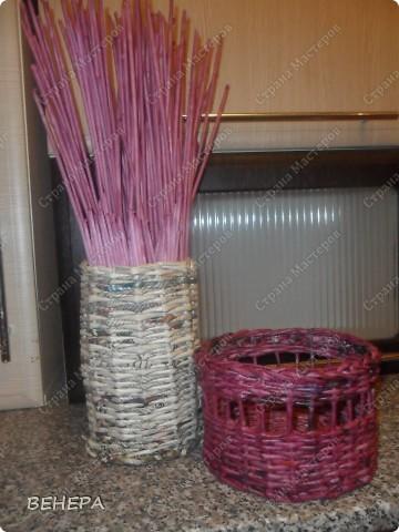Плетение из газет и розы из лент. фото 4