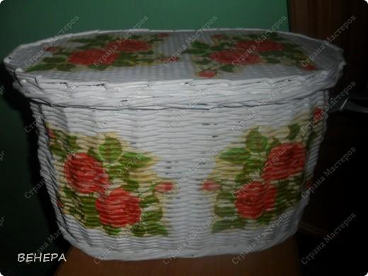 Плетение из газет и розы из лент. фото 1