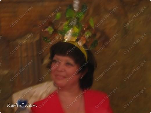 На юбилей подруги мы решили сделать корону. И по тематике (сценарию) корона должна быть в Весеннем стиле. Это как раз подходит к моему увлечению, по созданию цветов из бутылок.  фото 4