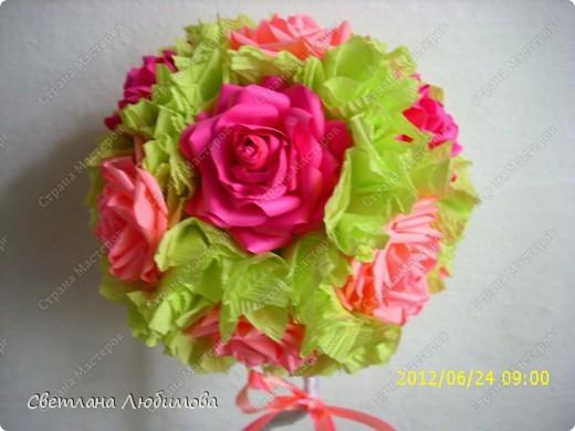 Очень понравилось мне делать розы по МК Астории. Вот сделала еще одно дерево в подарок. фото 2