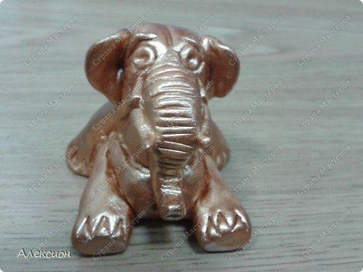 Это слон. И он сидит на попе ровно )))  фото 1
