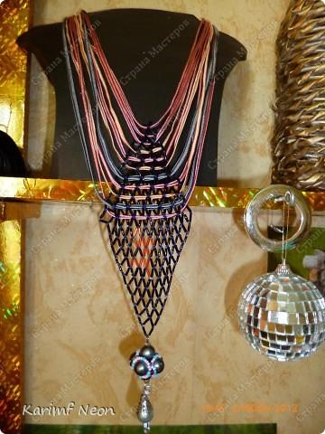 Ещё одно ожерелье из Пластиковой бутылки.  Это из под лимонада Монти Дью.  фото 3