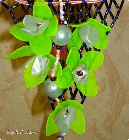 Ещё одно ожерелье из Пластиковой бутылки.  Это из под лимонада Монти Дью.  фото 1
