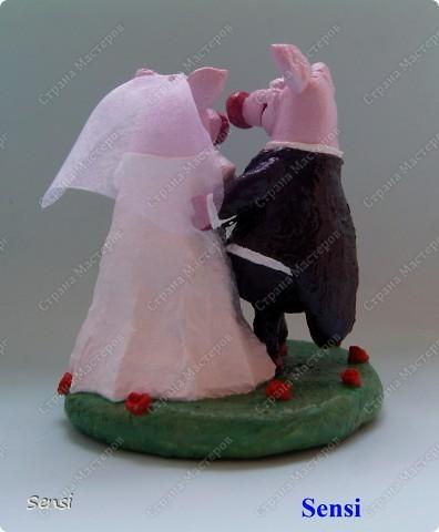 Ранее я уже представляла Хрюшки Love Story, а все Love Story рано или поздно заканчиваются свадьбой! Правда, эту работу заказал другой коллекционер поросят. фото 2