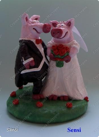 Ранее я уже представляла Хрюшки Love Story, а все Love Story рано или поздно заканчиваются свадьбой! Правда, эту работу заказал другой коллекционер поросят. фото 3