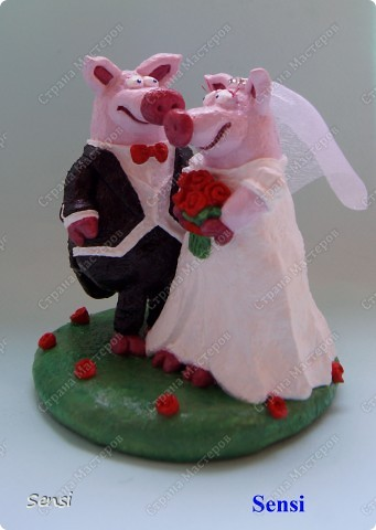 Ранее я уже представляла Хрюшки Love Story, а все Love Story рано или поздно заканчиваются свадьбой! Правда, эту работу заказал другой коллекционер поросят. фото 4