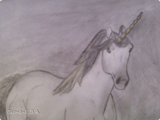 Вот такого единорога, Маша нарисовала утром, пока я спала.... сделала маме сюрприз! Не знаю почему, ей очень нравятся это сказочное животное... И очень млеет по самим лошадям, и  мечтает научится профессионально их рисовать...На мой взгляд, эта попытка ей очень удалась, это первый рисунок,  где у нее получились правильные пропорции, и тени пыталась наложить правильно, да и еще без подсказок! фото 2