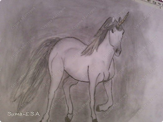 Вот такого единорога, Маша нарисовала утром, пока я спала.... сделала маме сюрприз! Не знаю почему, ей очень нравятся это сказочное животное... И очень млеет по самим лошадям, и  мечтает научится профессионально их рисовать...На мой взгляд, эта попытка ей очень удалась, это первый рисунок,  где у нее получились правильные пропорции, и тени пыталась наложить правильно, да и еще без подсказок! фото 3