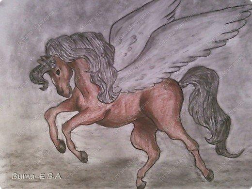 Вчера я уже рассказывала, что Маша обожает лошадей, и неравнодушна к сказочным созданиям... Вчера Маше очень понравился её нарисованный конь, и то как у неё он вышел... и она загорелась желанием продолжить  рисовать своих любимцев. Сегодня утром, она уже была на готове...  нашла подходящий рисунок, и начала его срисовывать.  Я думала она сегодня нарисует такой же рисунок, простым карандашом, но она решила  его сегодня нарисовать разноцветным. Вот какого коня она сегодня призентовала!!! фото 1