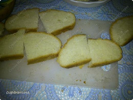 Наверно многие знают про эти бутерброды. Но я все таки решила поделиться. Очищаем кабачки и нарезаем кружочками. Помидоры тоже кружочками. фото 2