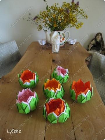 Лотосы,сложенные в технике оригами фото 1