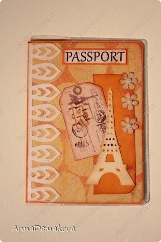 Остался от моей коробочки кусочек бумаги. И решила я сделать, ну вообщем, как всегда, обложечки. Ну не пропадать же добру. И получились у меня очень теплые, яркие обложки на свидетельство о рождении и на паспорт. Вообще то я не очень люблю оранжевый цвет, но попробовать его в своих работах меня ещё подтолкнуло желание поэксперементировать. Оранжевый очень хорошо сочетается с зеленым, но я решила взять более мягкие цвета. И как мне кажется, они очень даже удачно вписались в гамму с оранжевым.  фото 5