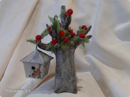 Сегодня у меня старенькая яблонька, которая ещё даёт плоды))) Основа дерева( бумажная масса). Покрас дерева( акриловая краска + кракле) трещинки затирала гуталином и сверху лак. 2 слоя. фото 1