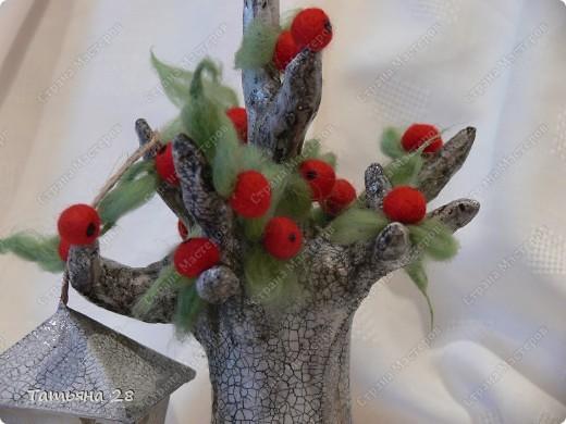Сегодня у меня старенькая яблонька, которая ещё даёт плоды))) Основа дерева( бумажная масса). Покрас дерева( акриловая краска + кракле) трещинки затирала гуталином и сверху лак. 2 слоя. фото 2