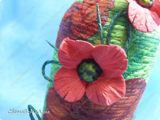 .........баночка медицинская.........знаете есть такие с разграмовкой......для физических растворов......жгут из гофробумаги......цветочки - подобие мака самосевки.......из детской легкой массы......лепила из нее первый раз, очень понравилось.....цветочки после высыхания легкие , воздушные ,гнуться......... фото 6