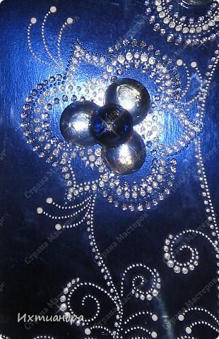 Мерцанье синевы...Именно так я назвала свою раннюю работу - красивую синюю бутыль, расписанную серебряными контурами http://stranamasterov.ru/node/357385. А теперь представляю новоиспеченный дуэт! Бутылочка и панно.  Обе работы объединены общим стилем рисунка и цвета. фото 4
