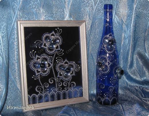 Мерцанье синевы...Именно так я назвала свою раннюю работу - красивую синюю бутыль, расписанную серебряными контурами http://stranamasterov.ru/node/357385. А теперь представляю новоиспеченный дуэт! Бутылочка и панно.  Обе работы объединены общим стилем рисунка и цвета. фото 6