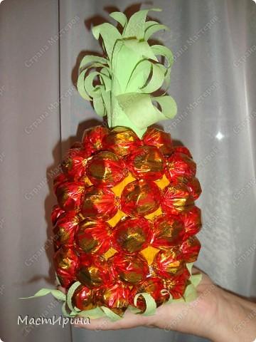 """Здравствуйте! Давно хотела сделать необычный букетик из конфет. Думаю, """"Клубника"""" получилась.))) фото 3"""