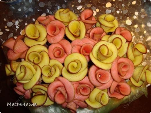 Здравствуйте! Выставляю свои съедобные цветочки на Ваш суд, мастерицы-рукодельницы)))). Может быть, такие розы устарели, но съедаются они очень быстро)))). фото 2