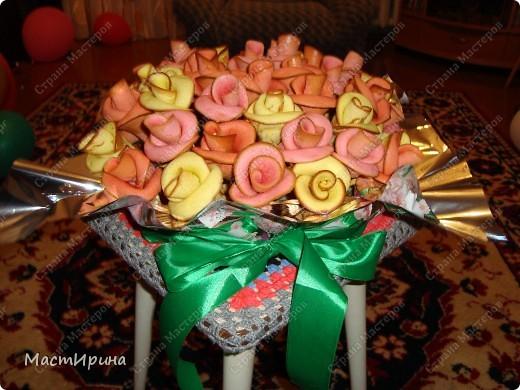 Здравствуйте! Выставляю свои съедобные цветочки на Ваш суд, мастерицы-рукодельницы)))). Может быть, такие розы устарели, но съедаются они очень быстро)))). фото 1