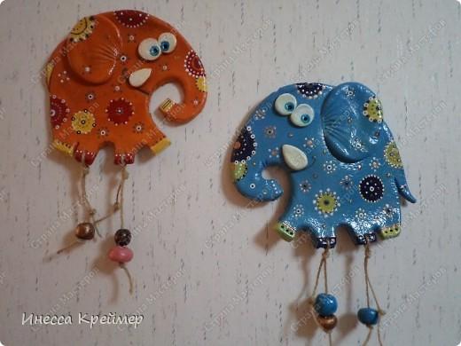 Вот еще слоны на ваш суд...теперь оранжевый...покрашен гуашью,потом лаком.а после акриловыми контурами в точечной росписи... фото 3