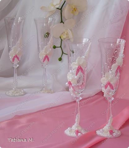 В набор входят-бокалы молодоженам и свидетелям, вино красное и белое, ...  для аукциона, свечи, свеча-очаг, сито, сундук-казна, корзинки для лепестков роз. фото 2