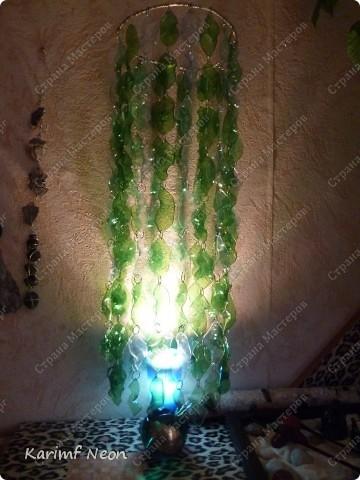 Особо и рассказывать нечего :)) Из 7 бутылок Есентуки-4 вырезал 170 листиков и сформировал их форму над свечкой (как я обычно делаю:) ) . Колечки из проволоки, как и кольцо (основа) наверху.  фото 6