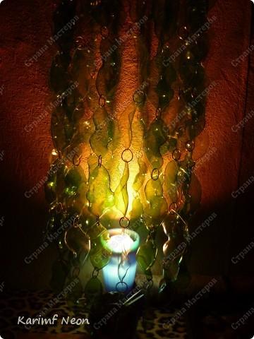 Особо и рассказывать нечего :)) Из 7 бутылок Есентуки-4 вырезал 170 листиков и сформировал их форму над свечкой (как я обычно делаю:) ) . Колечки из проволоки, как и кольцо (основа) наверху.  фото 10