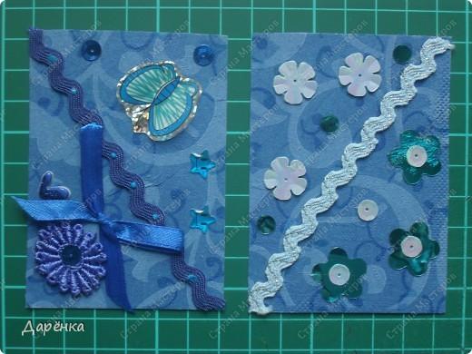 Серию Даша начала делать в начале прошлого лета, когда мы купили салфетки с одинаковым рисунком трех разных цветов.  Даже названия частей я ей тогда же придумала.  Но сделала она  только синюю часть. Год спустя решила все-таки закончить серию. Есть кредиторы. фото 2