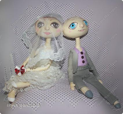На свадьбу друзьям сшились куклы. Всем Понравились ! Я довольна)))) На всех фотографиях они сидят, подставки не было)) Но уже в готовом виде фото нет пока) фото 5