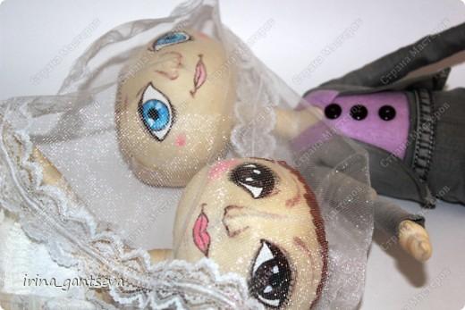 На свадьбу друзьям сшились куклы. Всем Понравились ! Я довольна)))) На всех фотографиях они сидят, подставки не было)) Но уже в готовом виде фото нет пока) фото 2