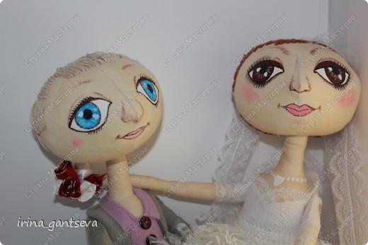 На свадьбу друзьям сшились куклы. Всем Понравились ! Я довольна)))) На всех фотографиях они сидят, подставки не было)) Но уже в готовом виде фото нет пока) фото 3