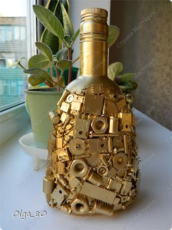 Не смогла пройти мимо бутылки Ирины Шаваевой http://stranamasterov.ru/node/348303 и сделала свой вариант. Всем, кто еще не пробовал - рекомендую. Удовольствие огромное! Руки чесались сделать все поскорей, поэтому вариант совсем простенький. А вот у Татьяны Сорокиной - целое приключение получилось - http://stranamasterov.ru/node/372198 фото 1