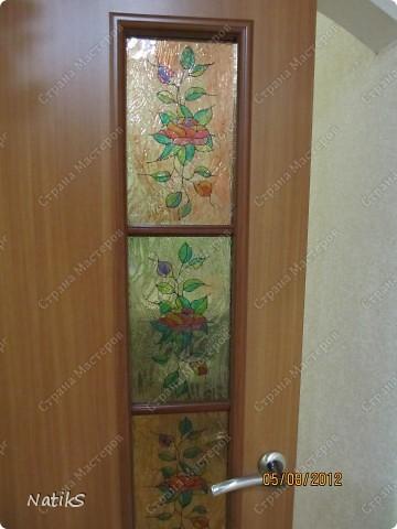 Вот примерно так, я решила дополнить дверь со стеклянными вставками. Роспись витражными красками. фото 2