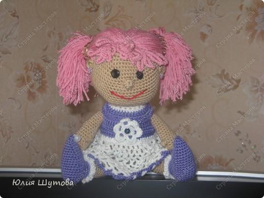 Увидела подобных кукол здесь,в стране!И так захотелось связать такую,хоть и дочек нет)Зато раздарила их дочкам своих знакомых.Пусть играют и радуются! фото 3