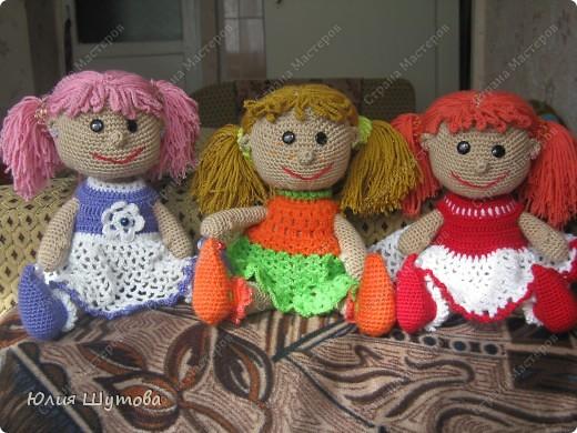 Увидела подобных кукол здесь,в стране!И так захотелось связать такую,хоть и дочек нет)Зато раздарила их дочкам своих знакомых.Пусть играют и радуются! фото 1
