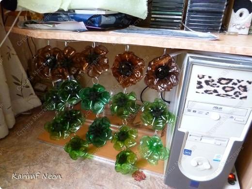 Особо и рассказывать нечего :)) Из 7 бутылок Есентуки-4 вырезал 170 листиков и сформировал их форму над свечкой (как я обычно делаю:) ) . Колечки из проволоки, как и кольцо (основа) наверху.  фото 27