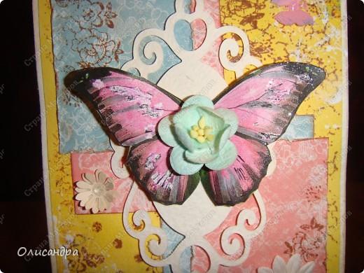 """Здравствуйте, мои дорогие! Сегодня я опять с бабочками. Продолжаю """"мучить скрап"""", и мне все больше и больше нравится это занятие. Наверно, пока не закончатся все бабочки на моей скраповой бумаге, так и будут летать на новых открытках...  фото 11"""