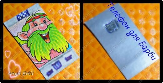 Вам понадобиться:цветной картон,ручка ,простой карандаш ,любая картинка.  Вырежьте из цветного картона любую форму телефона.  Приклейте по  центру телефона любую картинку.  Нарисуйте клавиши и камеру сзади.                                Готово!