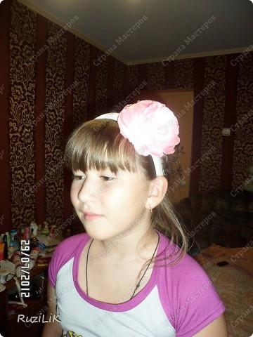 Мои первые пробы пера... в роли модели, моя младшая сестренка.  почти все украшения ушли ей)) Заколочка фото 7
