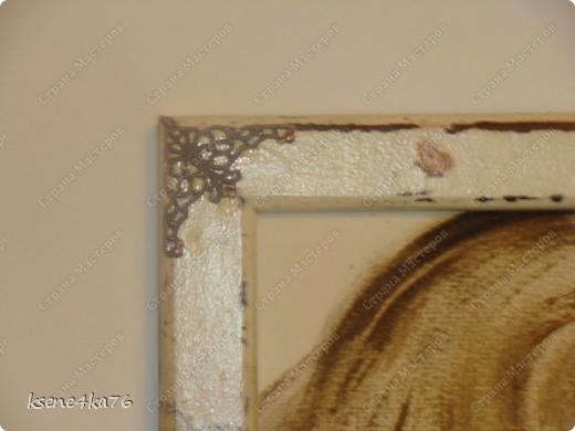 """Здравствуйте, дорогие друзья!!! Давно я засматривалась на технику Шебби-шик и вот я решилась ее сделать. Декорировала два предмета, зеркало и Рамочку для картины, написанной давным-давно... На ней изображена сестра моего мужа, еще в молодости. Каково было мое приятное удивление, когда я этот портрет обнаружила, совершено случайно у нас дома. Мне сразу захотелось преподнести ей его, в душе предвкушая восторг от сюрприза, который получится. Поэтому и возникла идея сделать рамочку и сделать ее в стиле Шебби))). А зеркало я декорировала """"до кучи"""", чтобы получился комплект. Как мне это удалось, судить Вам. Я же, в целом, осталась довольна. Потому что, в  очередной раз, освоила что-то новенькое для себя))) фото 7"""