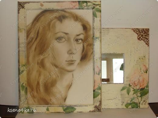 """Здравствуйте, дорогие друзья!!! Давно я засматривалась на технику Шебби-шик и вот я решилась ее сделать. Декорировала два предмета, зеркало и Рамочку для картины, написанной давным-давно... На ней изображена сестра моего мужа, еще в молодости. Каково было мое приятное удивление, когда я этот портрет обнаружила, совершено случайно у нас дома. Мне сразу захотелось преподнести ей его, в душе предвкушая восторг от сюрприза, который получится. Поэтому и возникла идея сделать рамочку и сделать ее в стиле Шебби))). А зеркало я декорировала """"до кучи"""", чтобы получился комплект. Как мне это удалось, судить Вам. Я же, в целом, осталась довольна. Потому что, в  очередной раз, освоила что-то новенькое для себя))) фото 1"""