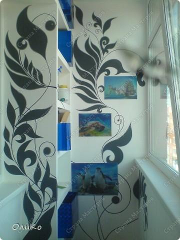 Неделю назад нашла в магазине вот такие картинки - формат А4.... Эффект двух картин, т.е. смотришь под одним углом - плывет черепаха, под другим углом - семья дельфинов.... Мне так они понравились, что я решила задекорировать одну из стен на балконе фото 19