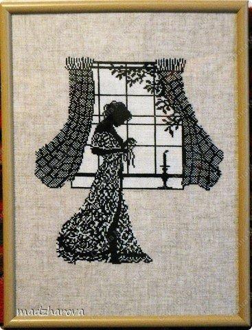 рисунок девушка у окна: