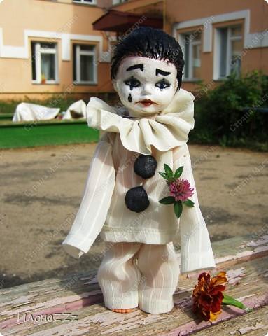У Леонардески и Ассоль прочитала про ООАК, переделку серийных кукол. Сначала читала про все достаточно скептически, но прошла по всем ссылкам, и на следующиий день появился новый персонаж. Действительно, переделать уже готовую куклу- идея ведь простая, но в голову почему-то не приходит... Так что спасибо всем, кто рассказывает о новых веяниях. фото 1