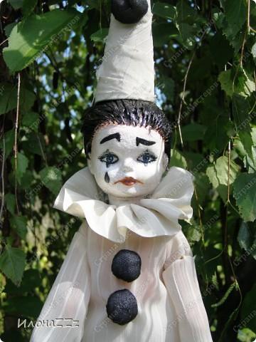 У Леонардески и Ассоль прочитала про ООАК, переделку серийных кукол. Сначала читала про все достаточно скептически, но прошла по всем ссылкам, и на следующиий день появился новый персонаж. Действительно, переделать уже готовую куклу- идея ведь простая, но в голову почему-то не приходит... Так что спасибо всем, кто рассказывает о новых веяниях. фото 5