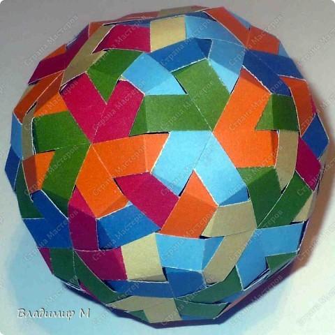 Перегибаемые полосы для правильных многоугольников М3-М9. Согнуть прямоугольник в средней цветной диагонали. Этот элемент ложится в нужный многоугольник, края попадают в стороны многоугольника (в ребра многогранника; только слегка наметить сгиб). Составлять последовательность прямоугольников зигзагообразно. фото 4